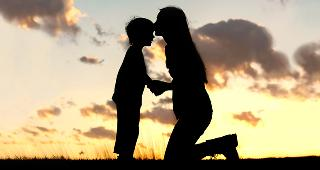 mother-kissing-sons-forehead-silhouette-sunset_320x170