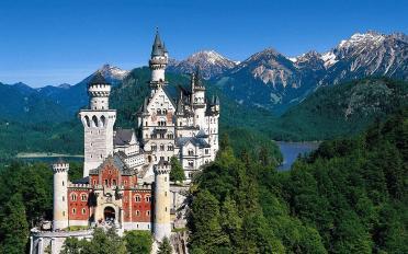 neuschwanstein_castle_bavaria_germany_green_hd-wallpaper-1537086